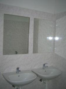 25-ubytovna-zilina-predsien_sprchy